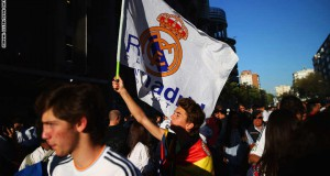 MADRID, SPAIN - APRIL 22:  Fans enjoy the atmosphere outside the stadium prior to the UEFA Champions League quarter-final second leg match between Real Madrid CF and Club Atletico de Madrid at Bernabeu on April 22, 2015 in Madrid, Spain.  (Photo by Clive Rose/Getty Images)