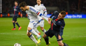 PARIS, FRANCE - FEBRUARY 16:  Cesc Fabregas of Chelsea battles with Marco Verratti of Paris Saint-Germain during the UEFA Champions League round of 16 first leg match between Paris Saint-Germain and Chelsea at Parc des Princes on February 16, 2016 in Paris, France.  (Photo by Mike Hewitt/Getty Images)