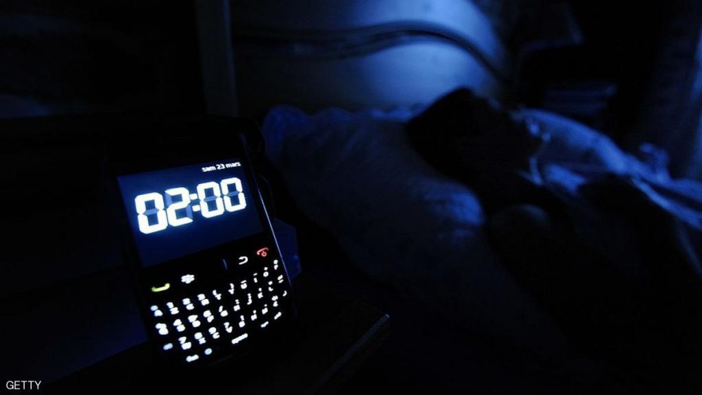 A clock on a smartphone is pictured on March 23, 2013, in Angers, western France. The transition to summer time will take place on the night of March 31 to April 1 in France and in other European countries, when watches and clocks will be changed from 2h00 to 3h00 in the morning. AFP PHOTO / JEAN-SEBASTIEN EVRARD        (Photo credit should read JEAN-SEBASTIEN EVRARD/AFP/Getty Images)